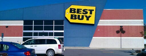 Best Buy is one of Stephanieさんのお気に入りスポット.