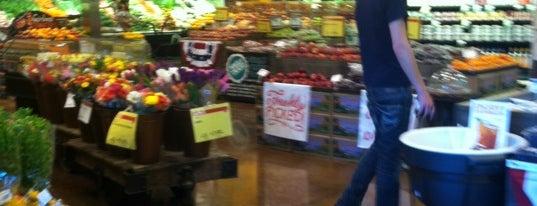Whole Foods Market is one of Orte, die Chia gefallen.