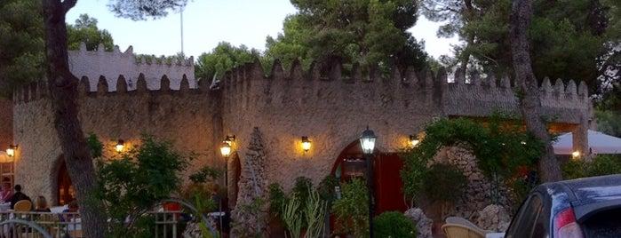 El Castillo Del Bosque is one of Locais curtidos por Patrice.