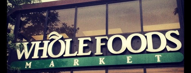 Whole Foods Market is one of Locais curtidos por Dominic.
