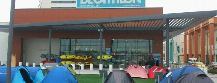Decathlon is one of Orte, die Tughan gefallen.