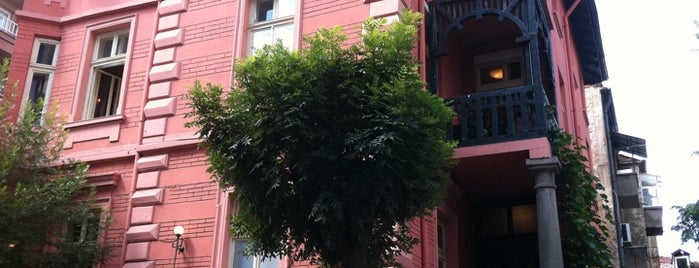 Червената къща is one of Lugares favoritos de Madlen.