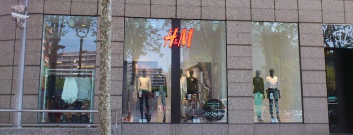 H&M is one of Locais curtidos por Marco.
