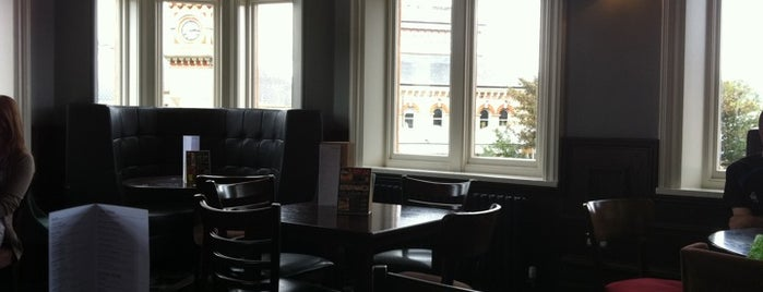 The London & County (Wetherspoon) is one of Tempat yang Disukai Carl.