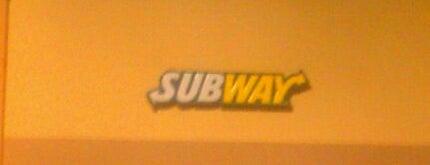 SUBWAY is one of สถานที่ที่ Ric ถูกใจ.