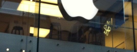 Apple Princesshay is one of Locais curtidos por James.
