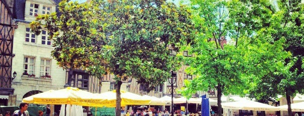 Place Plumereau is one of Lugares favoritos de Kevin.