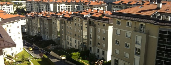 İstinyePark Konutları is one of Tempat yang Disukai Özlem.