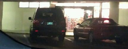 CVS pharmacy is one of สถานที่ที่บันทึกไว้ของ Jade.