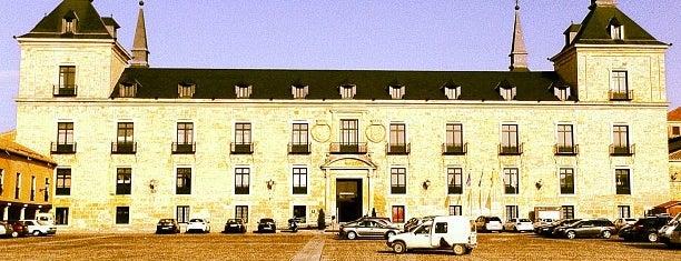 Hotel Parador de Lerma is one of Varios.