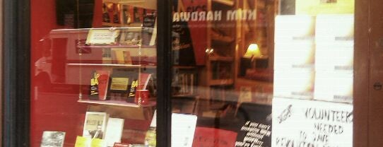Revolution Books is one of Niu York.