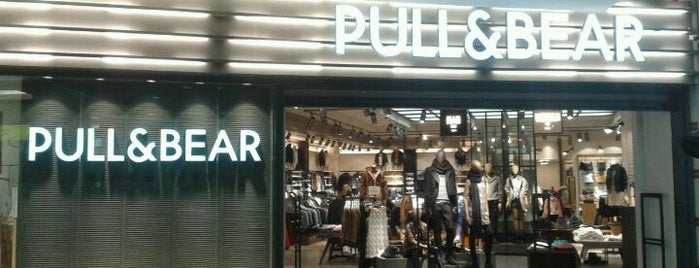 Pull & Bear is one of Locais curtidos por Attila.