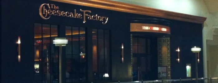 The Cheesecake Factory is one of Tempat yang Disukai Jared.