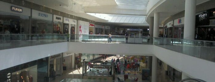 Plaza Lindavista is one of Centros comerciales predilectos.