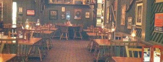 Cracker Barrel Old Country Store is one of Cinci Work Food.