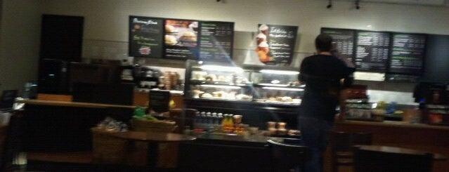 Starbucks is one of Jonさんのお気に入りスポット.