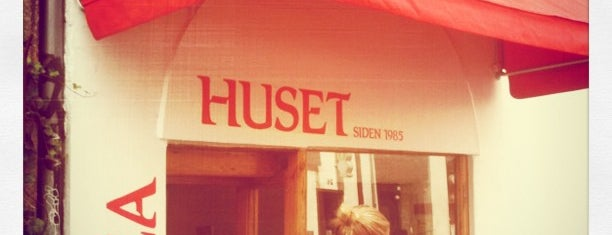 Pizza Huset is one of Takeout.