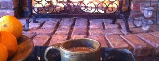 Dolce Casa Cafe is one of John : понравившиеся места.