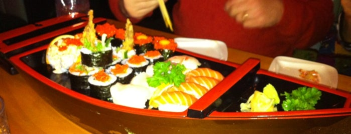Sushi House is one of Orte, die Hayley gefallen.