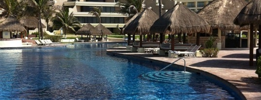 Paradisus Cancún is one of Orte, die Sergio M. 🇲🇽🇧🇷🇱🇷 gefallen.