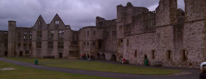 Dudley Zoo & Castle is one of UK Tourist Attractions & Days Out.