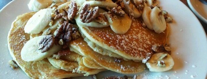 Butterfield's Pancake House & Restaurant is one of สถานที่ที่บันทึกไว้ของ Janell.