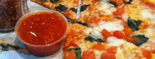 Pan Roma Pizza is one of Orte, die Alymay gefallen.