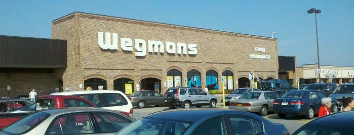 Wegmans is one of Lugares favoritos de Erik.