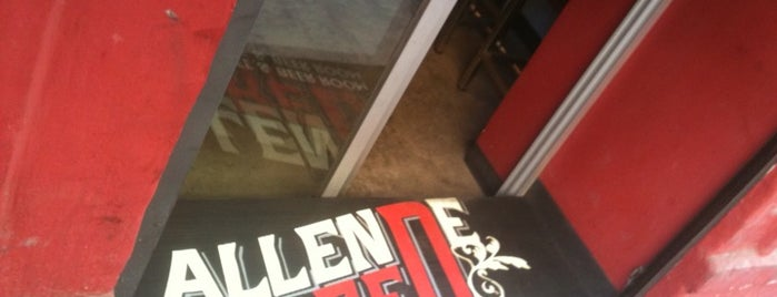 AllendeRed Coffe & Beerroom is one of Locais salvos de Alex.
