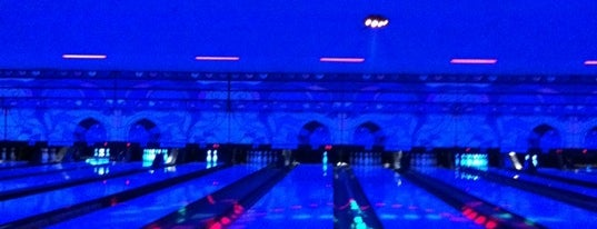 Brunswick Lakewood Lanes is one of Lugares favoritos de Fred.