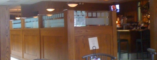 Armstrong's Restaurant is one of Posti che sono piaciuti a Damon.