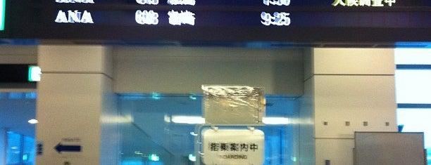 Gate 68 is one of 羽田空港 第2ターミナル 搭乗口 HND terminal2 gate.