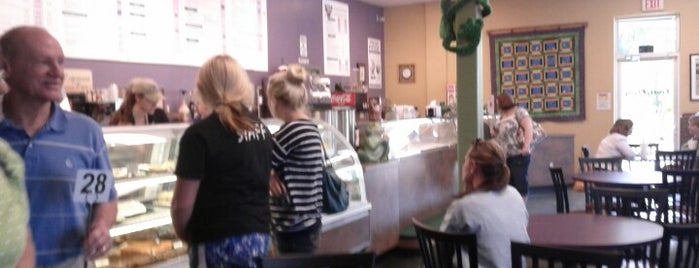 Frosty Frog Creamery is one of Lugares favoritos de Kyle.