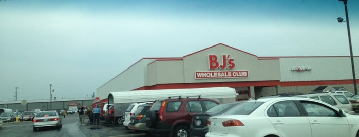 BJ's Wholesale Club is one of Santosh's Liked Places.