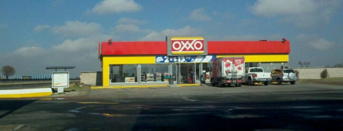Oxxo is one of Lieux qui ont plu à Thais.