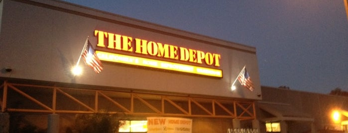 The Home Depot is one of Lugares favoritos de John.