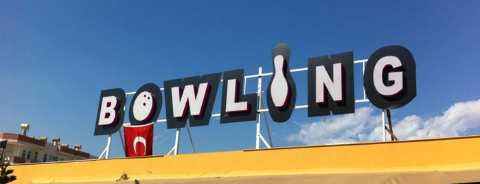 Universal Bowling is one of Yunusさんのお気に入りスポット.