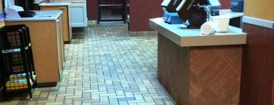 McDonald's is one of สถานที่ที่ Fabian ถูกใจ.