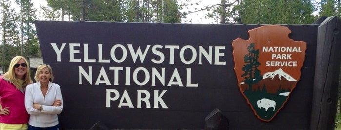 Yellowstone National Park (West Entrance) is one of สถานที่ที่ Guilherme ถูกใจ.