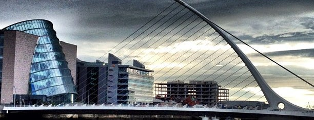 Samuel Beckett Bridge is one of Posti che sono piaciuti a David.
