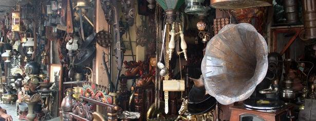 Pasar Antik & Koper Jalan Surabaya is one of Bahadir 님이 좋아한 장소.