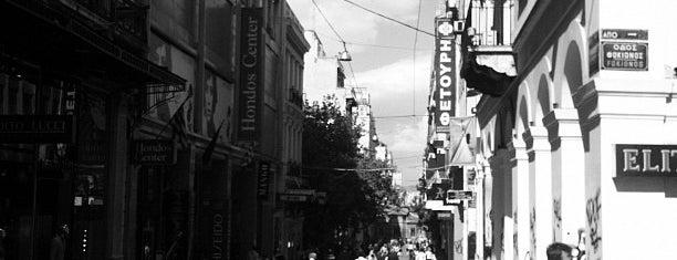 Hondos Center is one of Lugares favoritos de maria.