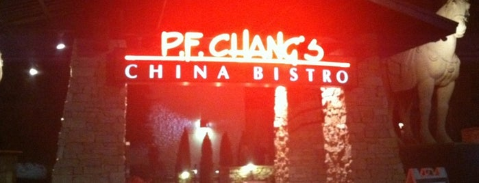 P.F. Chang's is one of Lugares favoritos de Ozge.