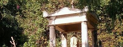 Cementerio Inglés is one of 101 cosas que ver en Málaga antes de morir.