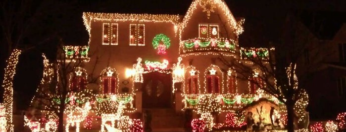 Dyker Heights Christmas Lights is one of Lugares guardados de Rebecca.
