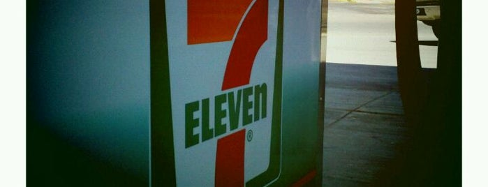 7-Eleven is one of สถานที่ที่ Reneeshia ถูกใจ.