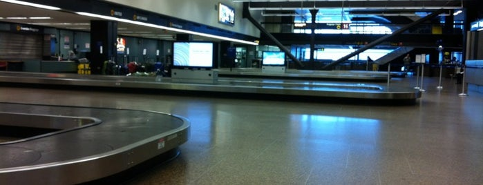 Baggage Claim 16 is one of Lieux qui ont plu à Alberto J S.