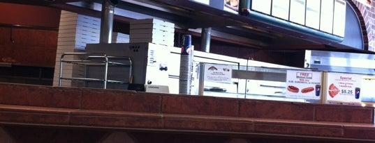 Ray's Pizza is one of สถานที่ที่ Dan ถูกใจ.
