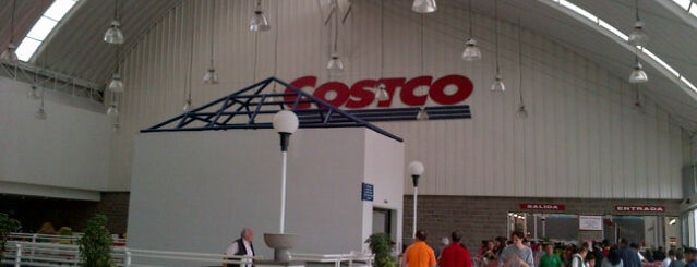 Costco is one of Lugares guardados de Michelle.
