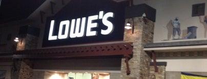 Lowe's is one of Lieux qui ont plu à Richard.